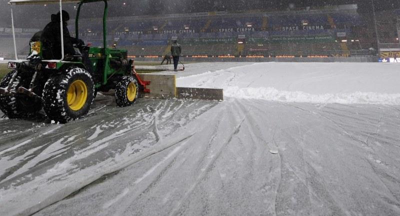 Opady śniegu storpedowały rozegranie meczów w 1. lidze /AFP