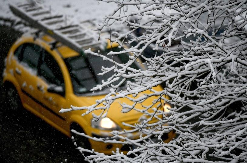 Opady śniegu w Przemyślu /Darek Delmanowicz /PAP