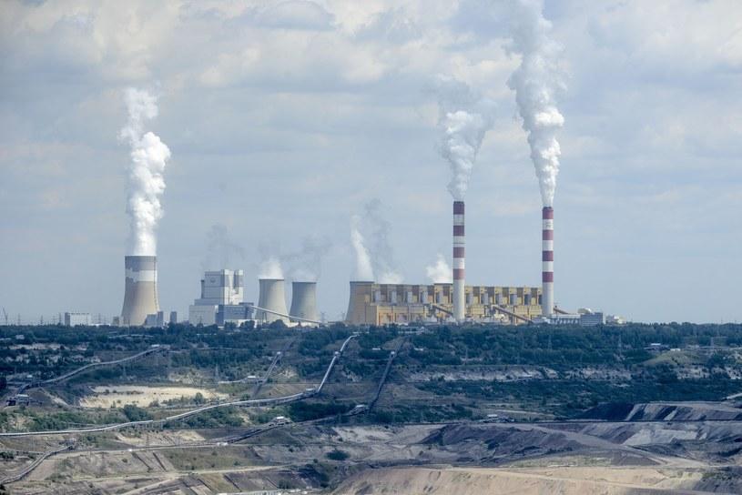 Opalane węglem elektrownie chcą budować elektryczne samochody /Piotr Kamionka /Reporter