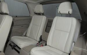 Opcja: spod podłogi bagażnika można wyjąć dwa dodatkowe fotele. /Motor
