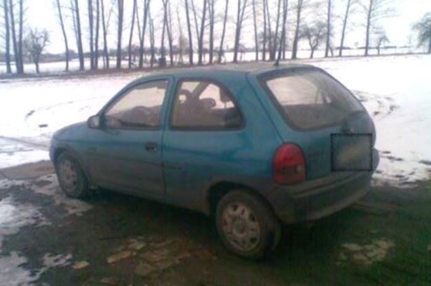 Opel Corsa, którym przyjechał 12-latek /Policja