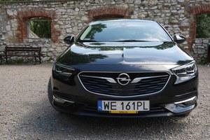 Opel Insignia. Niczym nie zachwyca. Jest doskonale poprawna