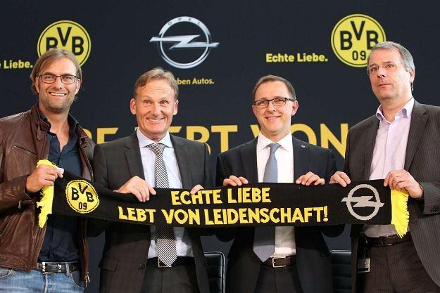 Opel ma kłopoty, ale nie przeszkadza mu to sponsorować Borussi Dortmund... /AFP