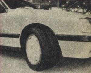 Opel Monza z bliźniaczym wąskim ogumieniem na wspólnej obręczy. Czyżby rozwiązanie takie zaczęło wypierać opony klasyczne? (kliknij, żeby powiększyć) /Motor