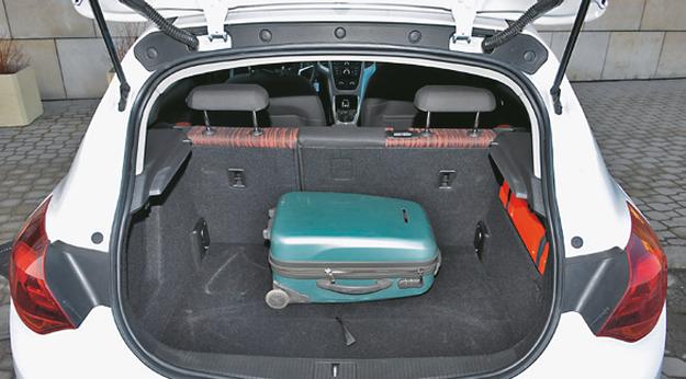 OPEL Najwęższy otwór załadunkowy, podłoga także wąska. Pojemność: 370-1235 l. /Motor