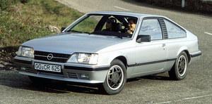Opel oferował tylnonapędowe coupe o nazwie Monza w latach 1978-1986. Model bazował na limuzynie Senator. /Opel