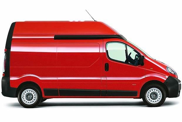 Opel Vivaro z podniesionym dachem (kliknij) /INTERIA.PL