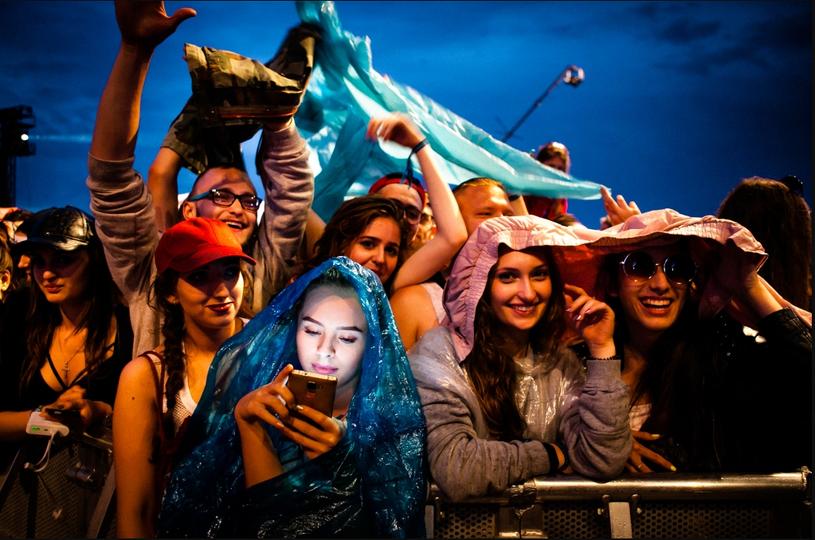 Open'er Festival 2016. Julia z Białegostoku wśród publiczności. Gdynia (Polska), 2 lipca 2016 r. /Renata Dąbrowska/ Gazeta Wyborcza Trójmiasto /