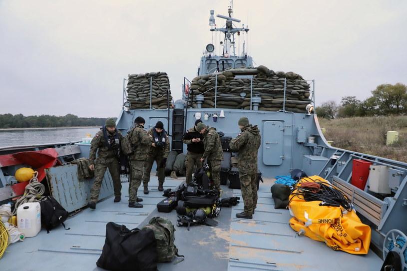 Operacja neutralizacji zalegającego na dnie Kanału Piastowskiego 5,4-tonowego niewybuchu Tallboy /8. Flotylla Obrony Wybrzeża /PAP