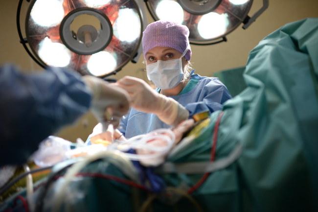 Operacja trwała 12 godzin /PAP/Jacek Turczyk /PAP