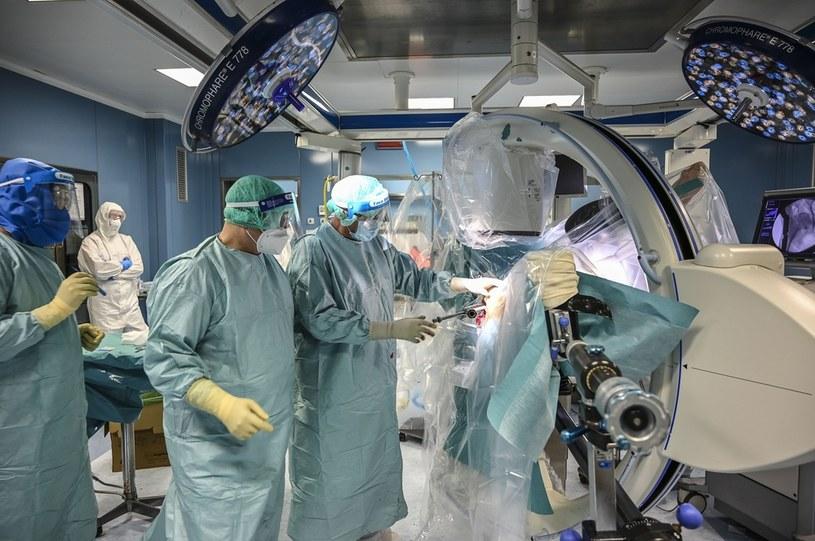 Operacja w szpitalu we włoskiej Katanii. Zdjęcie ilustracyjne /Fabrizio Villa /Getty Images