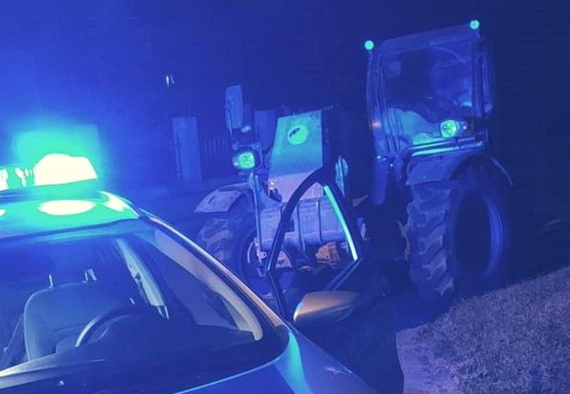Operator tej maszyny był tak pijany, że z trudem stał na nogach /Policja