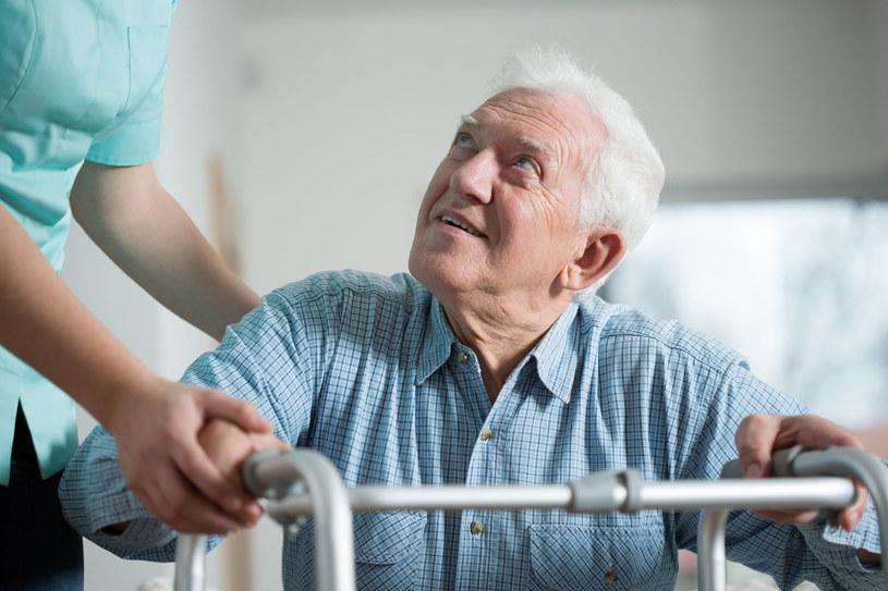 Opieka nad seniorem; zdj. ilustracyjne /123RF/PICSEL