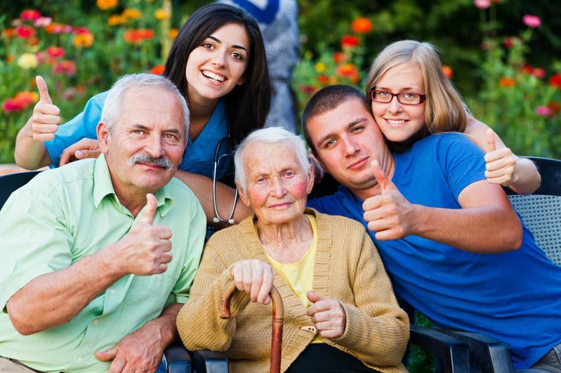 opieka nad starsza osoba /© Photogenica