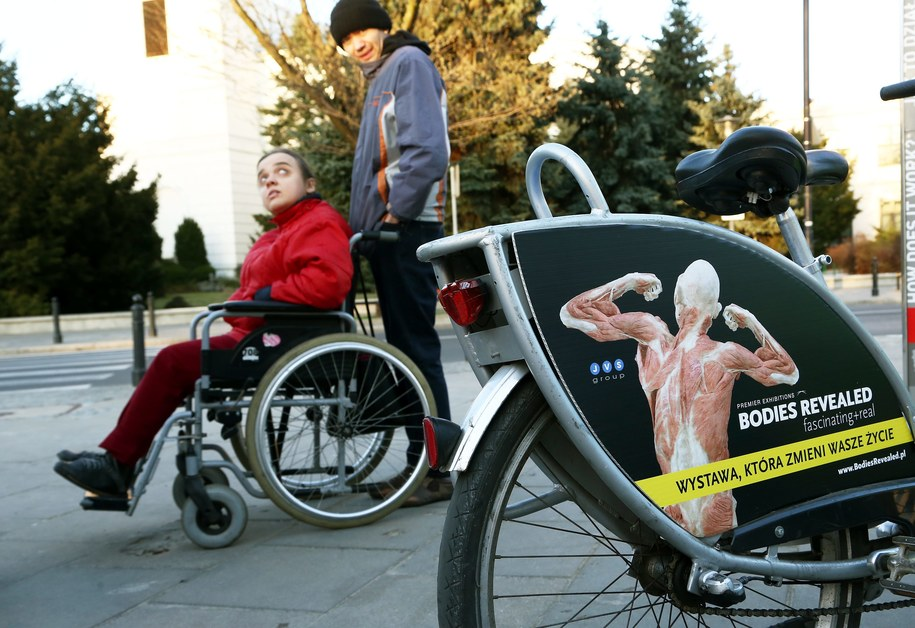 Opiekunowie dorosłych niepełnosprawnych dostaną pieniądze najwcześniej pod koniec maja /Tomasz Gzell /PAP