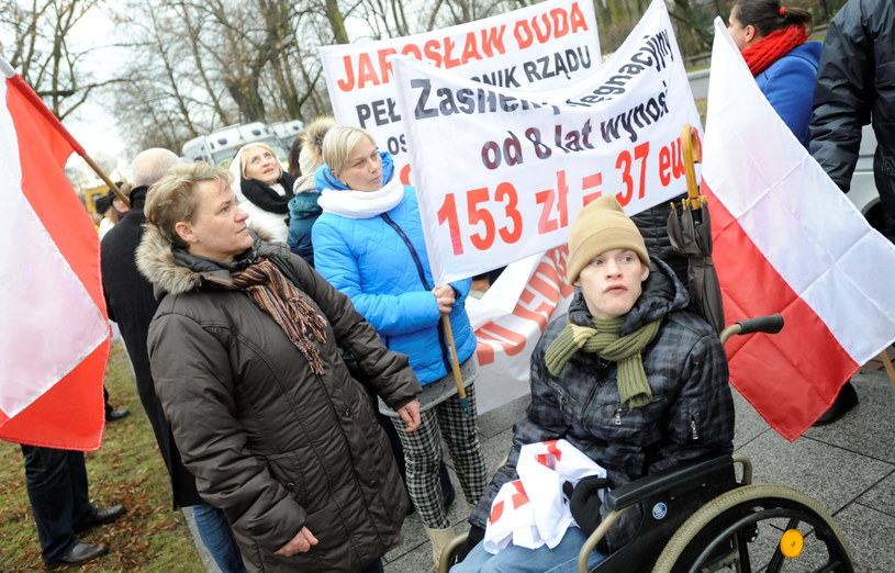 Opiekunowie niepełnosprawnych dzieci i dorosłych protestowali przed KPRM /Bartłomiej Zborowski /PAP