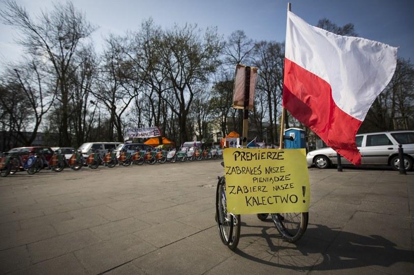 Opiekunowie niepełnosprawnych kończą protest /Andrzej Hulimka  /Reporter