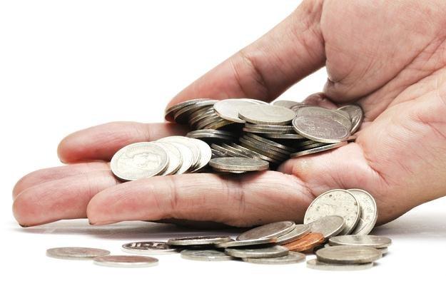Opłaty w Polsce ponad dwukrotnie wyższe niż średnio w UE! /© Panthermedia