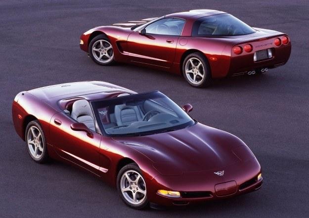 Opływowa karoseria Corvette (C5) notuje niewielki współczynnik oporu powietrza, równy 0,28. /Chevrolet