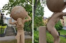 Opole: Nowa rzeĹşba Atlasa wzbudza emocje