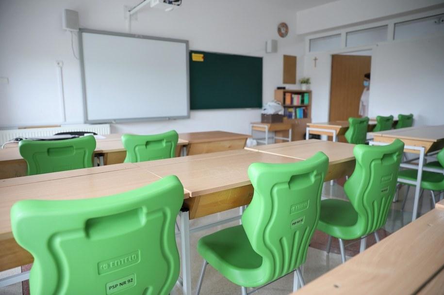 Opolskie: Koronawirus w szkole. Ponad sto osób na kwarantannie. Zdjęcie ilustracyjne /Leszek Szymański /PAP