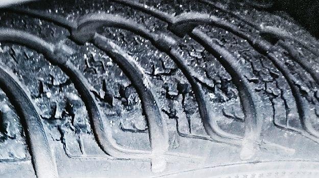 opony zimowe latem /Motor