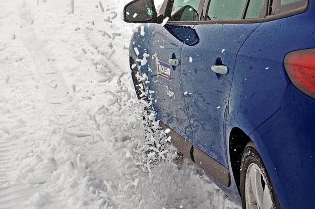 Opony zimowe zimową porą są niezbędne /