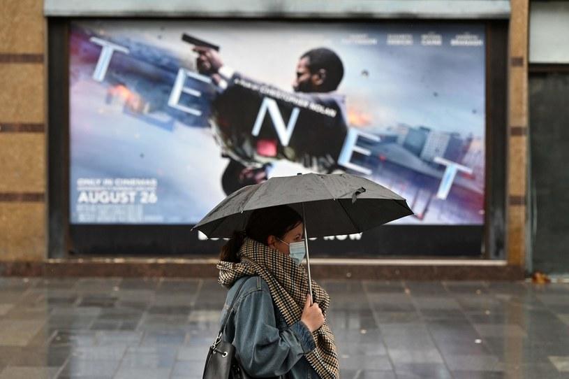 Opóźnienia premiery nowego filmu o Bondzie zrobiły swoje /AFP