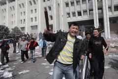 Opozycja przejęła władzę w Kirgistanie