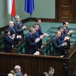 Opozycja zapowiada wnioski do TK ws. OFE; koalicja spokojna o ustawę