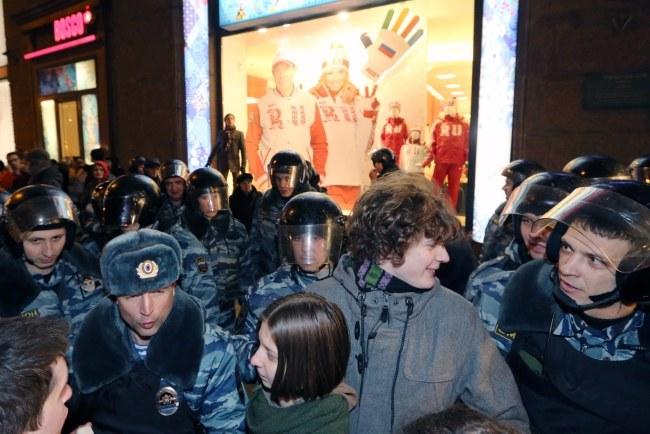 Opozycjoniści chcieli zaprotestować przeciwko skazaniu przez Sąd Rejonowy w Moskwie ośmiorga swoich kolegów na kary od 2,5 do 4 lat łagru /SERGEI CHIRIKOV /PAP/EPA