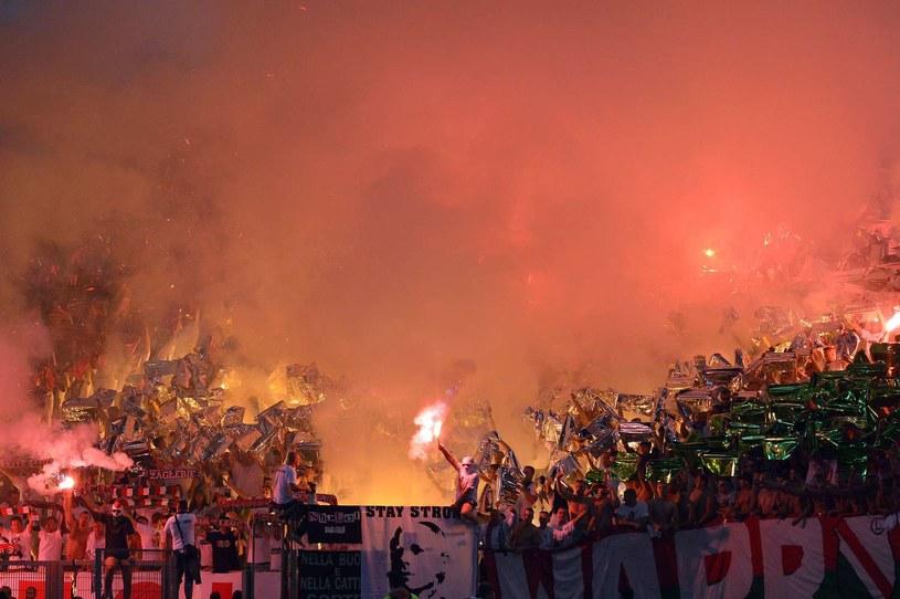 Oprawa kibiców Legii Warszawa podczas meczu z Lazio na Stadio Olimpico w Rzymie. /AFP