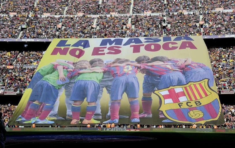Oprawa na stadionie Barcelony poświęcona La Masii /AFP