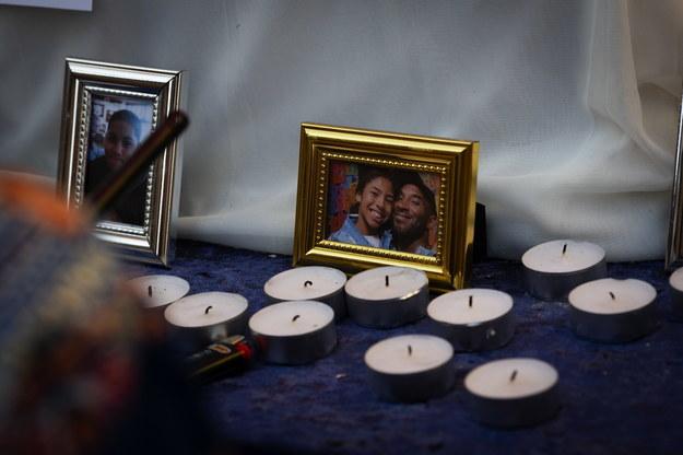 Oprawione zdjęcie Kobego Bryanta i jego córki Gianny /CHRISTIAN MONTERROSA /PAP/EPA