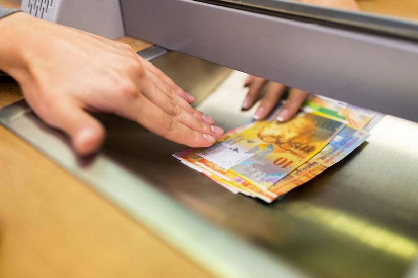 Oprocentowanie kredytów wziętych we fankach w najbliższym czasie się nie zmieni. /123RF/PICSEL