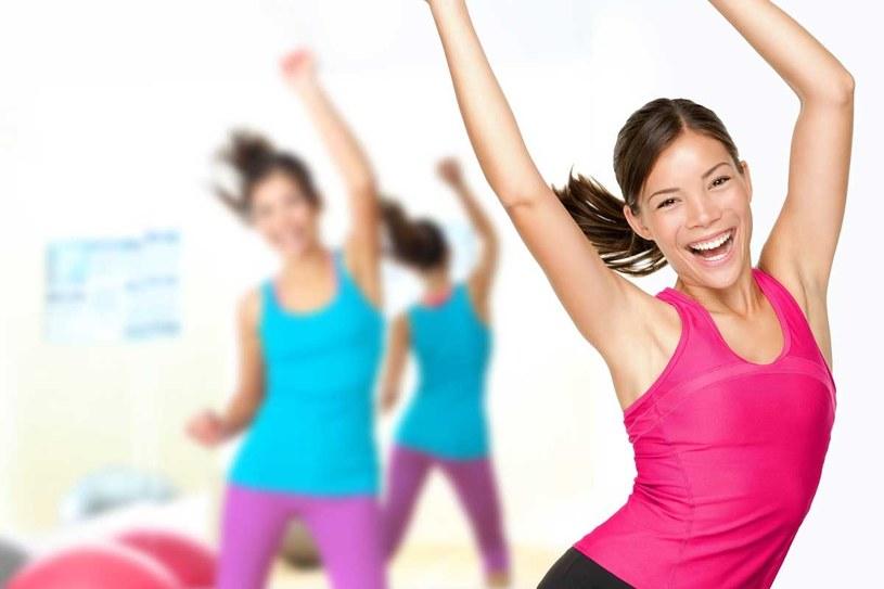Oprócz diety, potrzebujesz ćwiczeń - możesz je wykonywać w domu /123RF/PICSEL