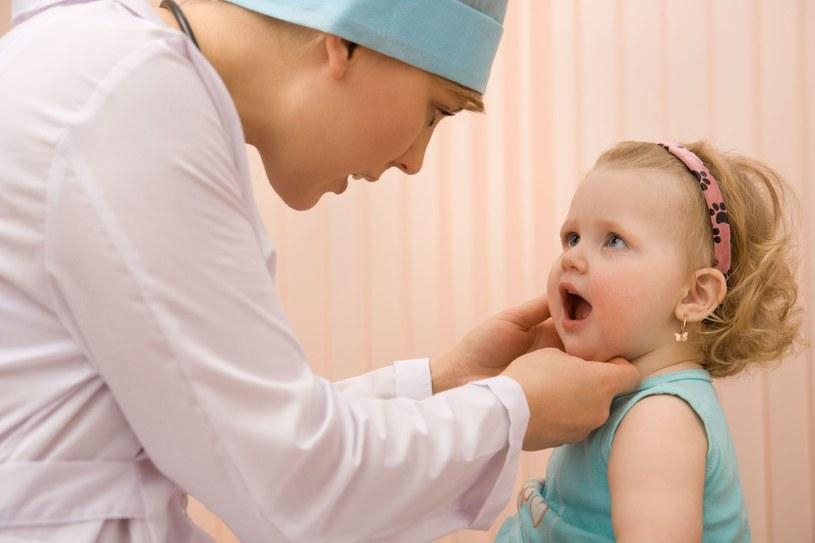 Oprócz prawidłowej higieny, gwarancją zdrowych i ładnych ząbków jest kontrolowanie ich stanu u stomatologa /123RF/PICSEL