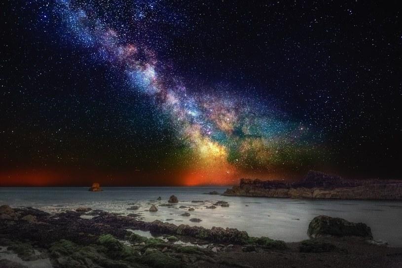Oprócz Słońca wokół Drogi Mlecznej krąży jeszcze ponad 200 miliardów innych gwiazd /East News