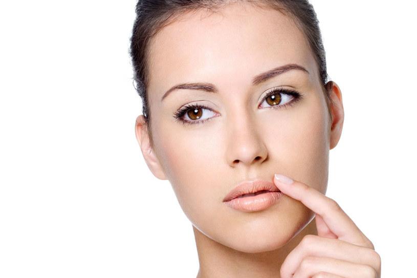Opryszczka zaczyna się od dokuczliwego pieczenia i swędzenia skóry /123RF/PICSEL