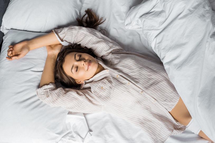 Optymalna ilość snu to 7-8 godzin na dobę /123RF/PICSEL