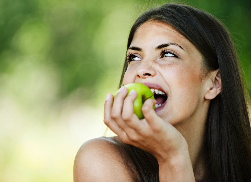 Optymiści częściej prowadzą zdrowy tryb życia /123RF/PICSEL