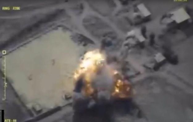 Opublikowane przez rosyjskie ministerstwo obrony zdjęcie z zaatakowanych pozycji ISIS w Dajr az-Zaur /RUSSIAN DEFENSE MINISTRY HANDOUT /PAP/EPA