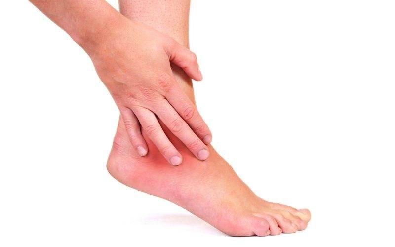 Opuchlizna nóg przyczyny /© Photogenica