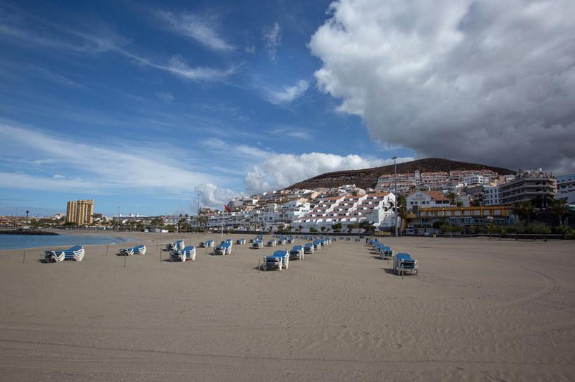 Opustoszała plaża na Teneryfie /AFP