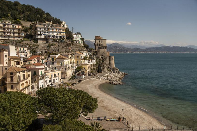 Opustoszała plaża w miejscowości Cetara we Włoszech / Ivan Romano /Getty Images
