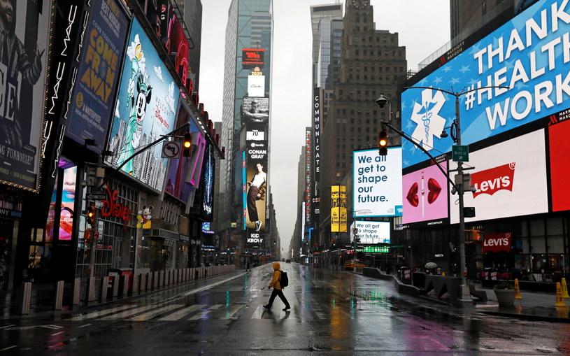 Opustoszała w związku z epidemią Times Square, najsłynniejsza ulica Nowego Jorku /Peter Foley /PAP/EPA