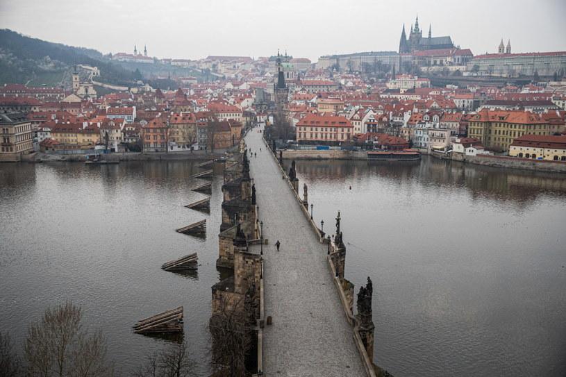 Opustoszały Most Karola w Pradze /Martin Divisek /PAP