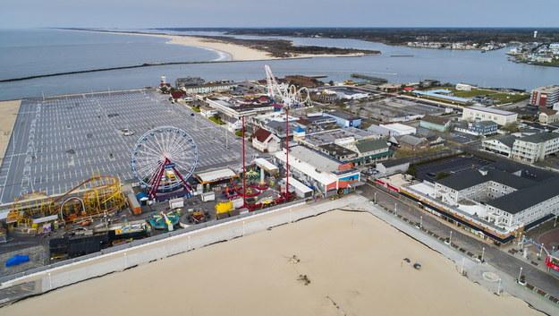 Opustoszały park rozrywki w Ocean City /JIM LO SCALZO /PAP/EPA