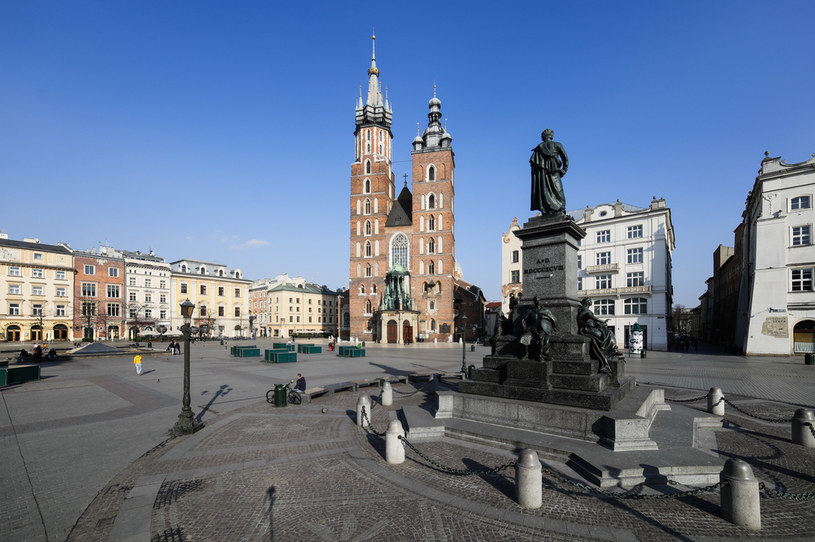 Opustoszały z powodu kwarantanny Rynek Główny w Krakowie /Filip Radwański /Agencja FORUM