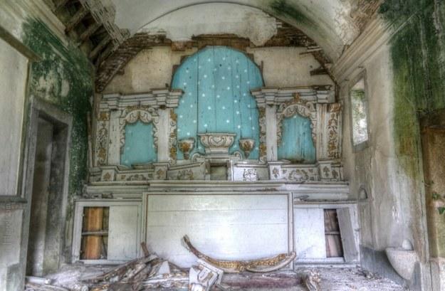 Opuszczona świątynia w Portugalii /Rob van Hegelsom /Scoopshot